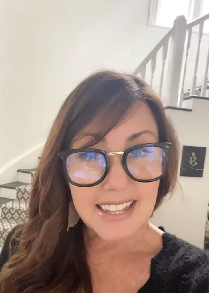 Black and gold cute reader glasses and best deal.