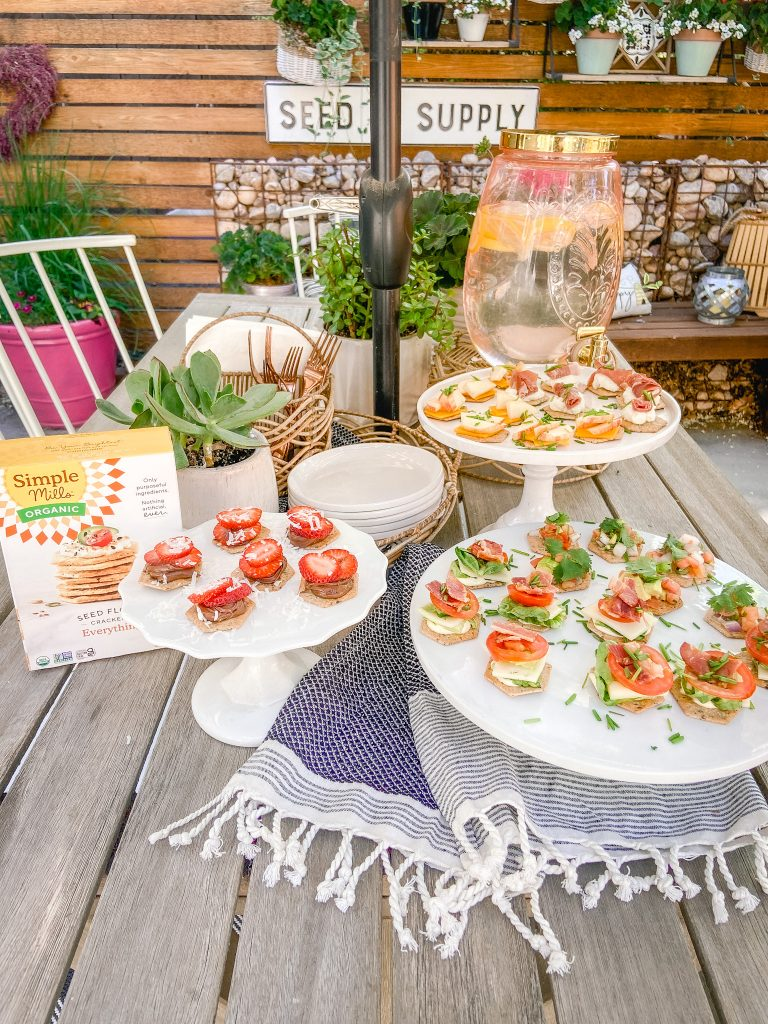 #ad 5 Easy and Delicious Cracker Topping Appetizers. Top Simple Mills Organic Seed Flour Crackers with FIVE different topping recipes for appetizers that will wow any crowd! #simplemillspartner #PowerToTheSeed