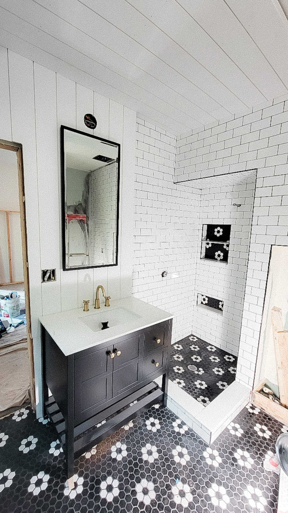 Welcome Home Saturday with Sand Dollar Lane. DIY projects, bathroom remodel update and things I love this week for Summer.