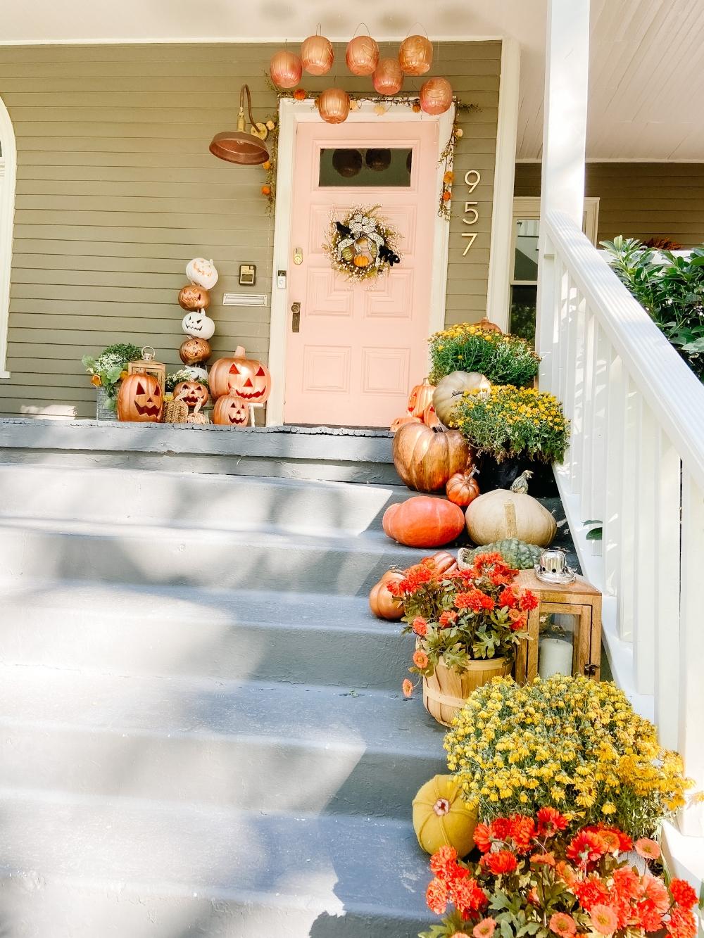 Halloween Porch! Spray paint inexpensive jack-o-lanterns, pumpkin pails and make a jack-o-lantern topiary for a festive pumpkin porch!